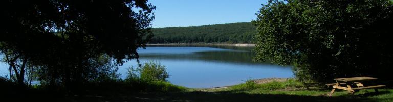 Vue du lac de Laprade